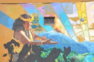 Gebende Geste hawaiianischer Frau